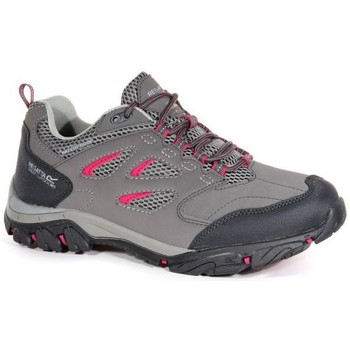 Regatta Holcombe IEP Low Walking Shoes Grey women's Sports Trainers (Shoes) in Grey. Sizes available:3,4,5,6,7,8